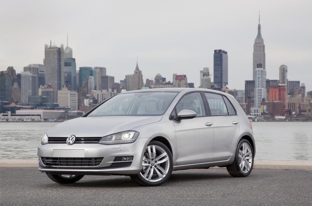 2015-Volkswagen-Golf- _19_