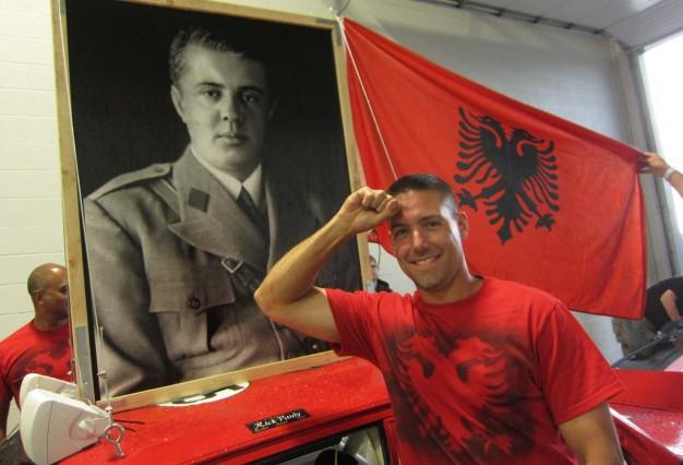 24-Hours-of-LeMons-Enver-Hoxha-themed-BMW-E30-Team-at-Road-America-1-626x426