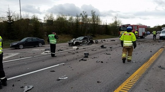 c6-corvette-and-ram-truck-damaged-beyond-repair-in-norway-accident-photo-gallery-medium_2