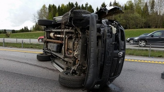 c6-corvette-and-ram-truck-damaged-beyond-repair-in-norway-accident-photo-gallery-medium_3